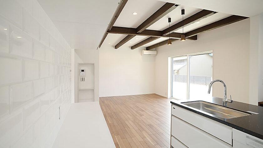 テーマカラーを白にしたカフェのような家